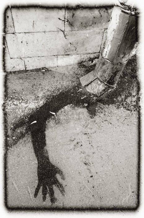 drainpipe spectre ghost black hand водосточная труба и чёрная рука призрака автор Демидов Игорь