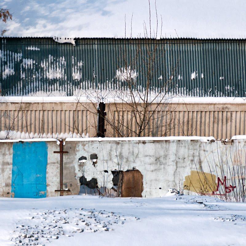 winter stripes fences aesthetic snow эстетика зимних заборов цветные полосы автор Демидов Игорь