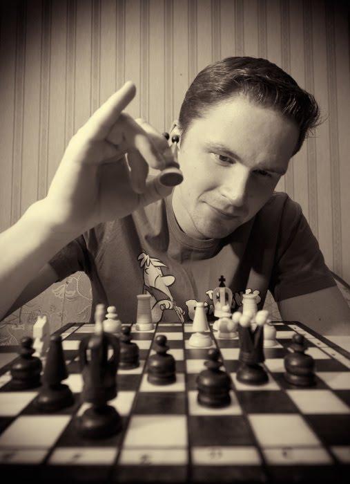 chess master making move шахматист делает ход автор Демидов Игорь
