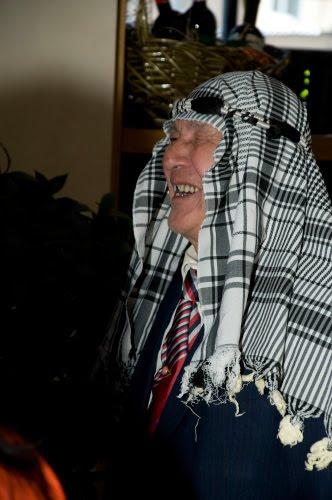 пожилой дедуля в платке автор Демидов Игорь