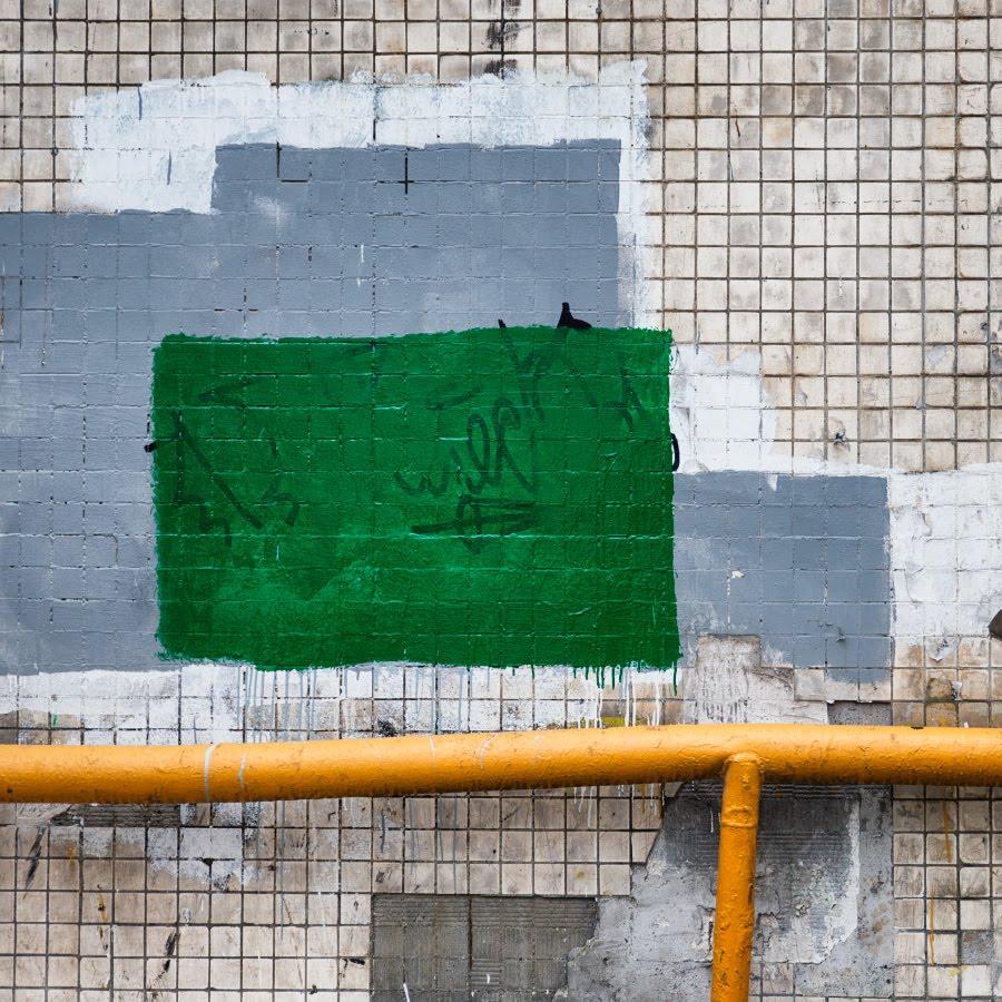 Искусство коммунальных сллужб краска труба стена дома автор Демидов Игорь community services art painting mural