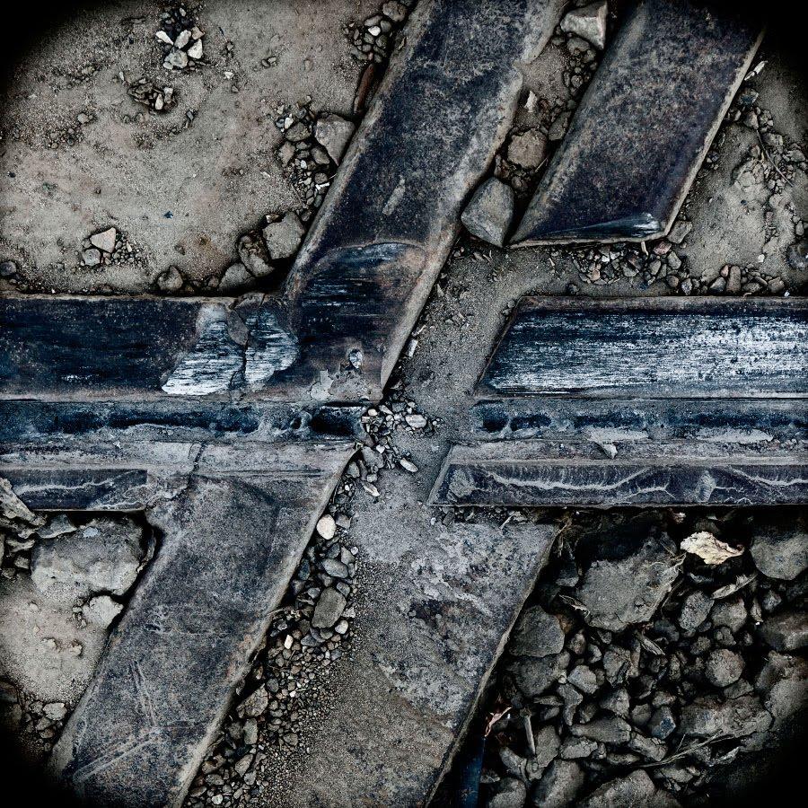 рельсы трамвайные и железнодорожные пеесечение автор Демидов Игорь railroad and tram rails crossing