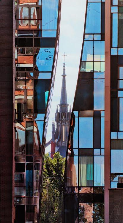 Клетчатый плед городских окон шпиль храма автор Демидов Игорь chequered plaid of city windows catholic church spear