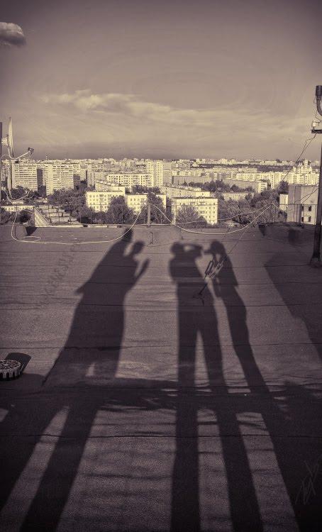 long shadows on the roof in the evening тени вечером на крыше загадочная встреча автор Демидов Игорь