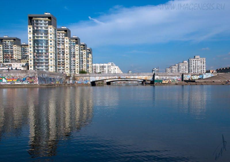 building bridge затухающие колебания зданий и мостов автор Демидов Игорь