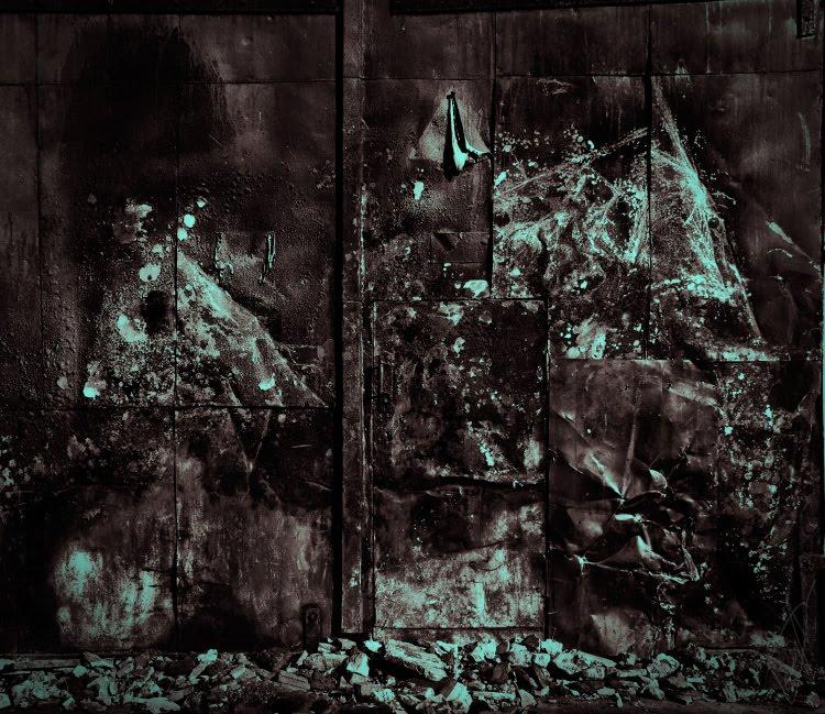 рисунок гор пеплом на железной двери автор демидов Игорь mountain painting on the burned iron door