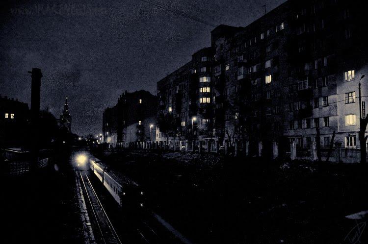 Тёмная ночь железная дорога поезд свет в окне дома автор Демидов Игорь Railway at night trains and light in the window