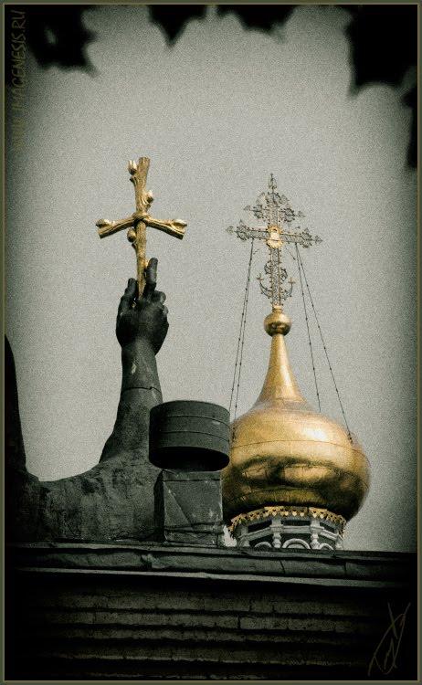 cross i the hand and on church крест в руке и на церкви автор Демидов Игорь