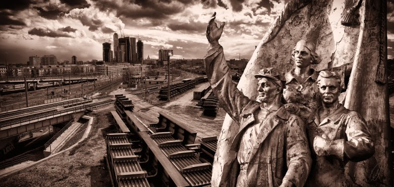 sky-scrapper construction and communist workers строительство небоскрёба рабочими - коммунистами автор Демидов Игорь