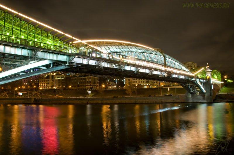 bogdan khmelnitsky pedestrian bridge night view ночной вид на мост Богдана Хмельницкого в Москве автор Демидов Игорь