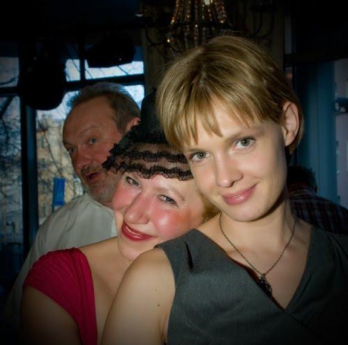 портрет девушка улыбается женщина в шляпе мужчина говорит автор Демидов Игорь