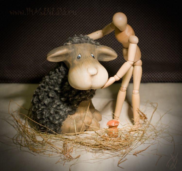 хлев овца деревянный манекен сено молоко кувшин sheep sheepcote wooden mannequin hay автор Демидов Игорь