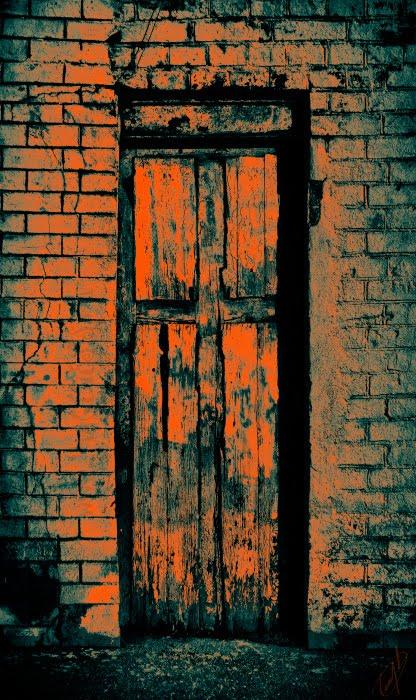закрытая дверь крест кирпич стена автор Демидов Игорь closed door cross brick wall