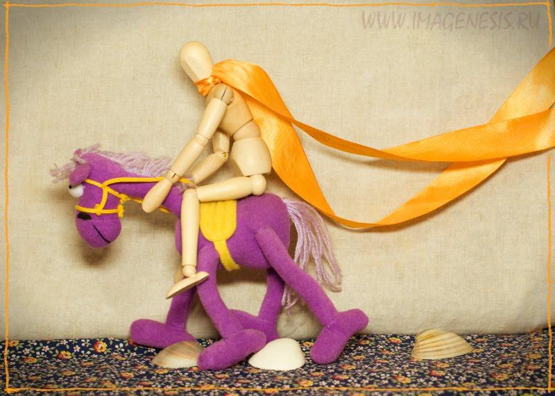 way women wooden manequin horse toy shell band дорога девушка манекен деревянный лошадь цветы игрушка ракушка