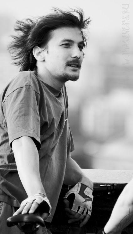 young man with beard wind in hair ветер дует в лицо юноши с бородой автор Демидов Игорь
