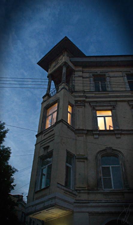 lonely light in the window одинокий свет в окне ночью автор Демидов Игорь
