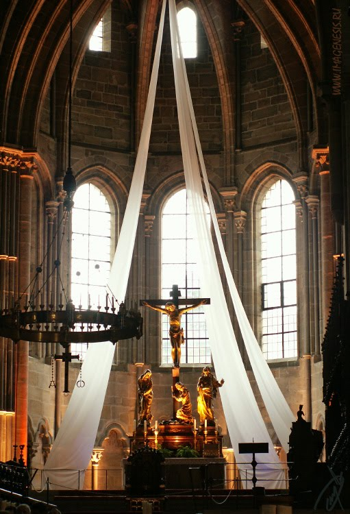 crucifix light church gothic свет на распятиив готической церкви автор Демидов Игорь