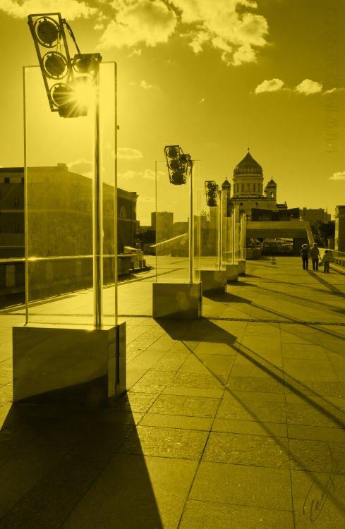 colored yellow evening walk to the cathedral вечерняя прогулка к храму в желтых тонах автор Демидов Игорь