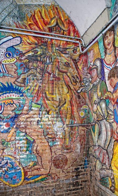 конкистодоры убивают индейцев война улица картина на стене графити автор фото Демидов Игорь street art killing indians