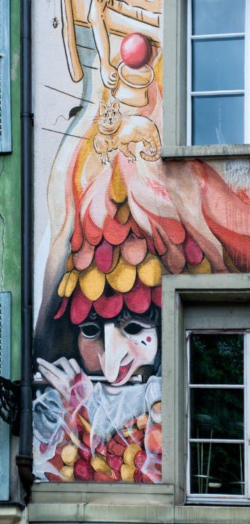Швейцария Люцерна дом граффити уличное искусство сказочные персонажи автор фото Демидов Игорь играющий на флейте Switzerland Luzern street art mural painting author Ottiger 85 flute player