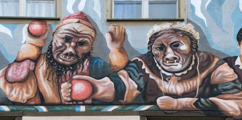 Швейцария Люцерна дом граффити уличное искусство сказочные персонажи автор фото Демидов Игорь огры людоеды Switzerland Luzern street art mural painting author Ottiger 85 ogres