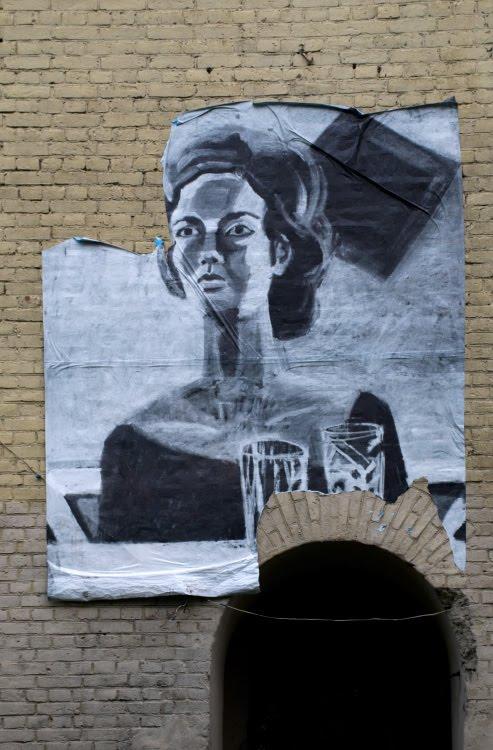 mural painting woman with jars graffiti графити настенная живопись женщина со стаканами автор фото Демидов Игорь