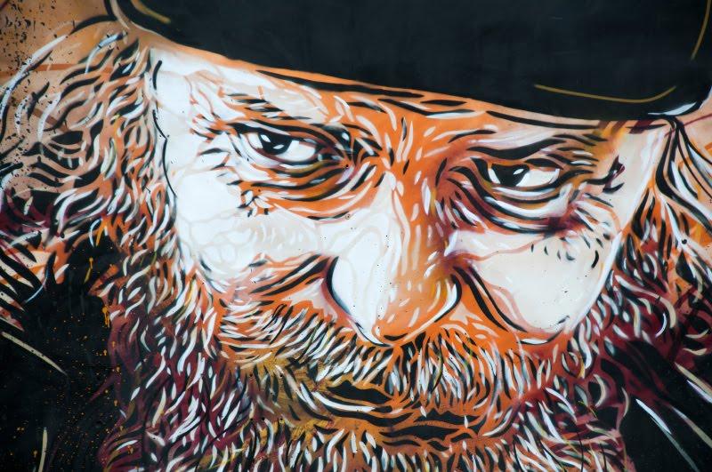 с215 Christian Guémy street artist graffiti mural painting head of monk Кристиан Гуэми уличный художник лицо монаха граффити автор фото Демидов Игорь