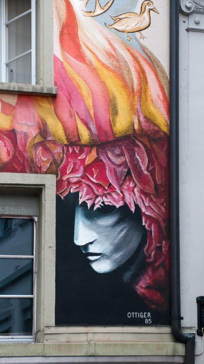 Швейцария Люцерна дом граффити уличное искусство сказочные персонажи автор фото Демидов Игорь бледная маска Switzerland Luzern street art mural painting author Ottiger 85 shadow pale mask