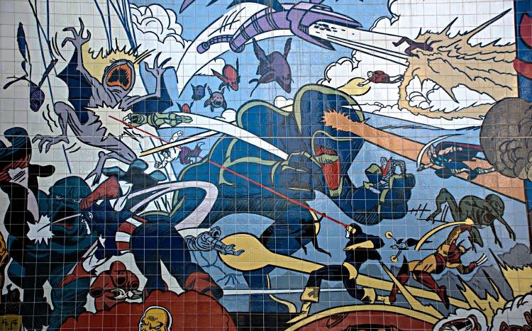alien fight battle on unknown planet superheroes битва инопланетян и супергероев на неизвестной планете автор фото Демидов Игорь граффити искусство улиц Португалия Лиссабон Portugal Lisbon street art graffiti