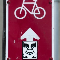 street art sign bicycle thinking man графити уличное искуство