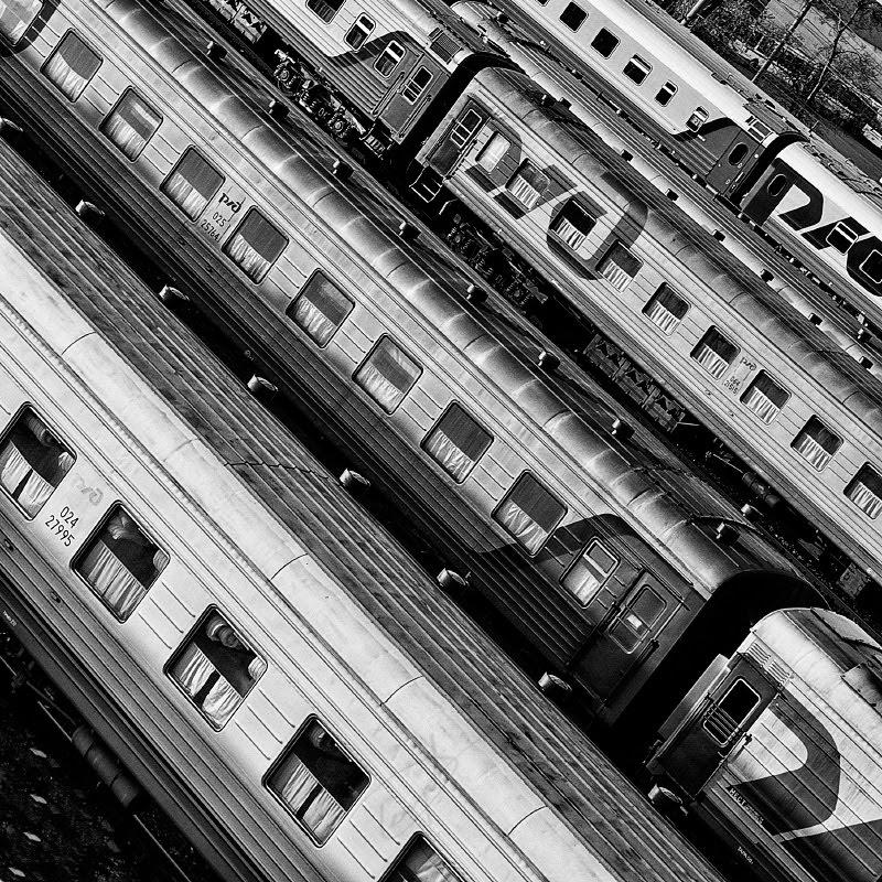 поезда параллельными полосами диагональ автор Демидов Игорь trains texture parallel lines