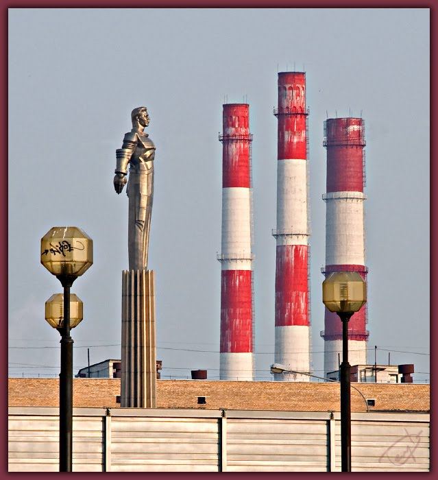 Памятник гагарину и трубы ТЭЦ Gagarin statue and chimneys автор Демидов Игорь