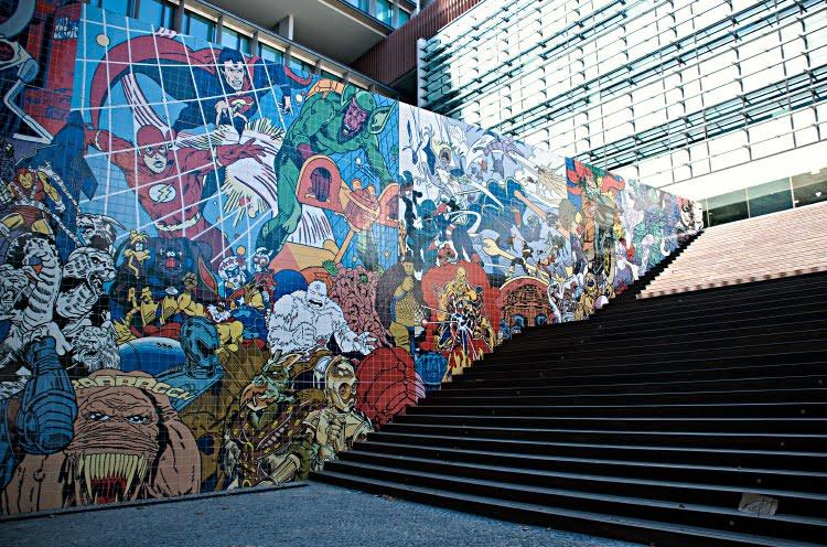 стена граффити герои комиксов мультфильмов Лиссабон Португалия офисный центра автор фото Демидов Игорь superheroes wall of fame in Lisbon in Porugal street art graffity