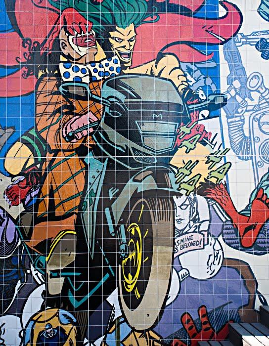клоун мотоцикл ограбление захват robbery clown on bike автор фото Демидов Игорь граффити искусство улиц Португалия Лиссабон Portugal Lisbon street art graffiti