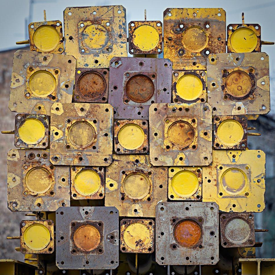 circles squares holes abstract disign квадряты кружки дырочки абстрактный металлический дизайн Автор Демидов Игорь