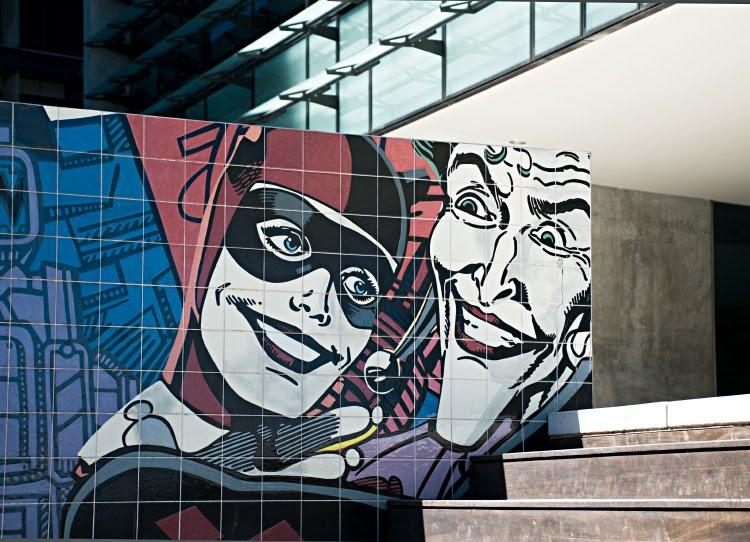 Joker and Harley Quinn graffity Portugal Lisbon street art Джокер и Харли Квинн на стене офисного центра в Лиссабоне искусство улиц автор фото Демидов Игорь