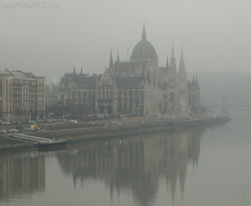 Budapest Danube parliament river fog mist пардамент на берегу Дуная в тумане автор Демидов Игорь