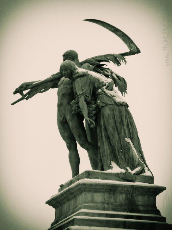 Budapest heroes square work statue статуя труду на площади героев в Будапеште автор Демидов  Игорь