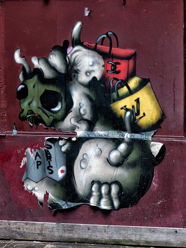 Шоппинг в Париже уличное искусство коко шанель луи вютон  Paris shopping street art  Coco Chanel lui vuitton автор фото Демидов Игорь