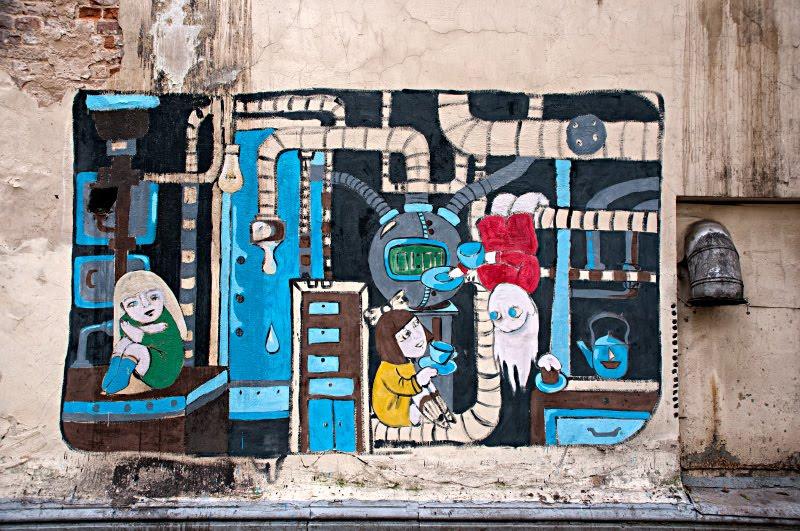 raffiti street art mural painting граффити уличное искусство автор фото Демидов Игорь чаепитие девочек в машинной комнате girls drinking tea in machinery room