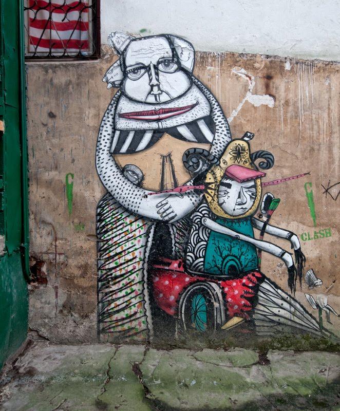 street art graffiti nanny and child on a walk уличное искусство граффити няня с ребенком автор фото Демидов Игорь