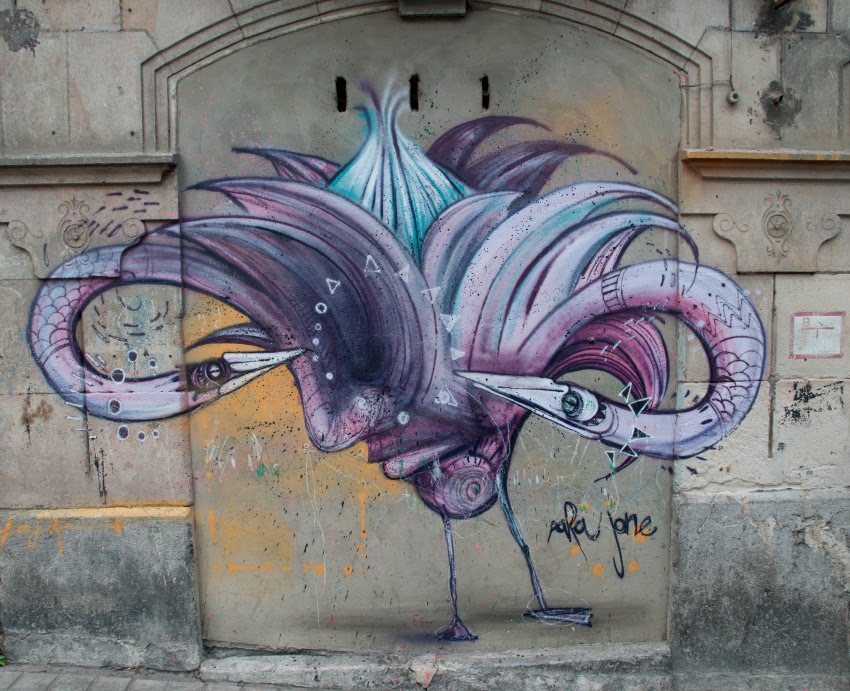 street art graffiti face swans Bilbao grey wall лицо на стене граффити Бильбао уличное искусство  автор фото Демидов Игорь