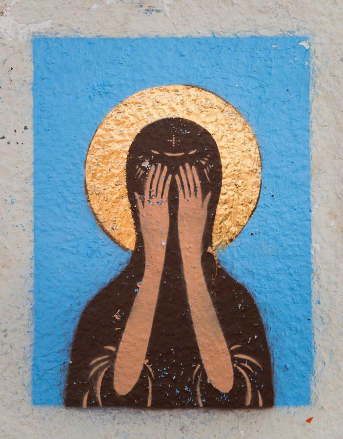 Madonna closed face by bothg palms street art graffity mural painting Мадонна закрыла лицо двумя руками графити уличное искусство автор фото Демидов Игорь