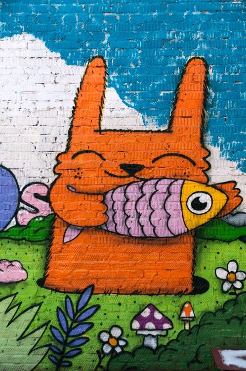 burrowing squirrel with fish graffiti mural painting street art белка норная с рыбой в лапах граффити уличное искусство настенная живопись автор фото Демидов Игорь