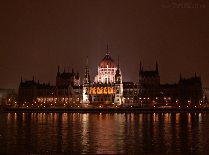 Budapest parliament at night ночной вид на парламент в Будапеште автор Демидов Игорь