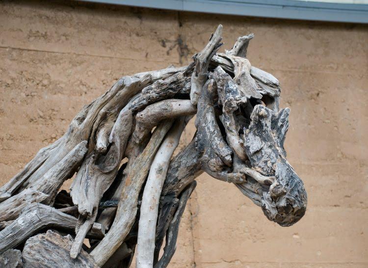 лошадь созданная из коряг автор фото Демидов Игорь horse made of crooked old tree branches