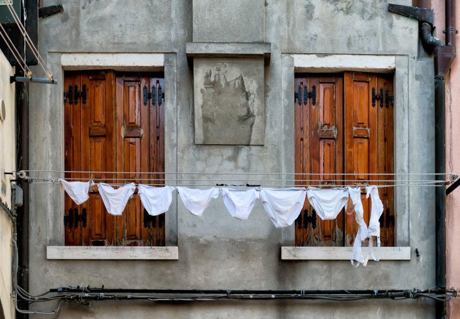 Дама за ставнями lady behind closed shutters underware window автор Демидов Игорь