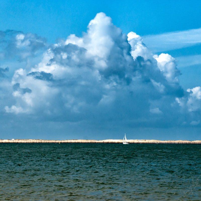 Great cloud small sail blue sea Bassin Arcachon Огромное облако маленький парус над заливом Аркашон автор Демидов Игорь