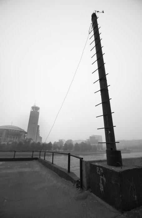 spiky pillar gently inclining to tower шпастый столб склоняется и привязан к башне автор Демидов Игорь