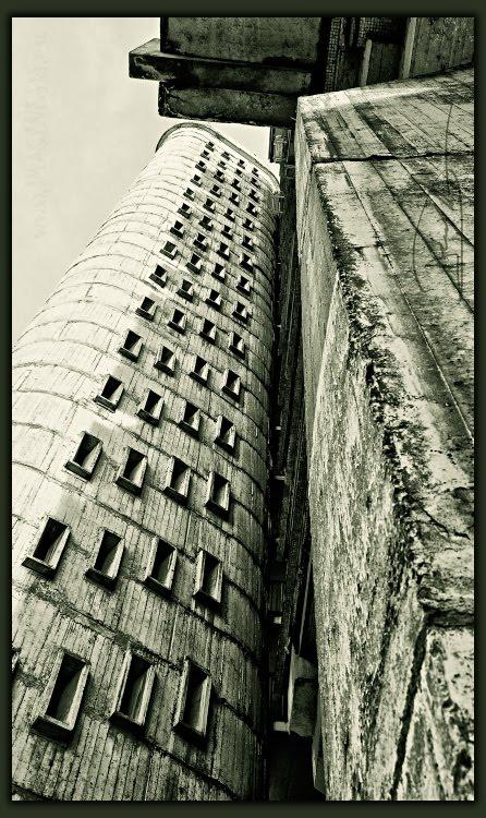many small windows in concrete wall множество узеньких окошек в бетонной стене автор Демидов Игорь
